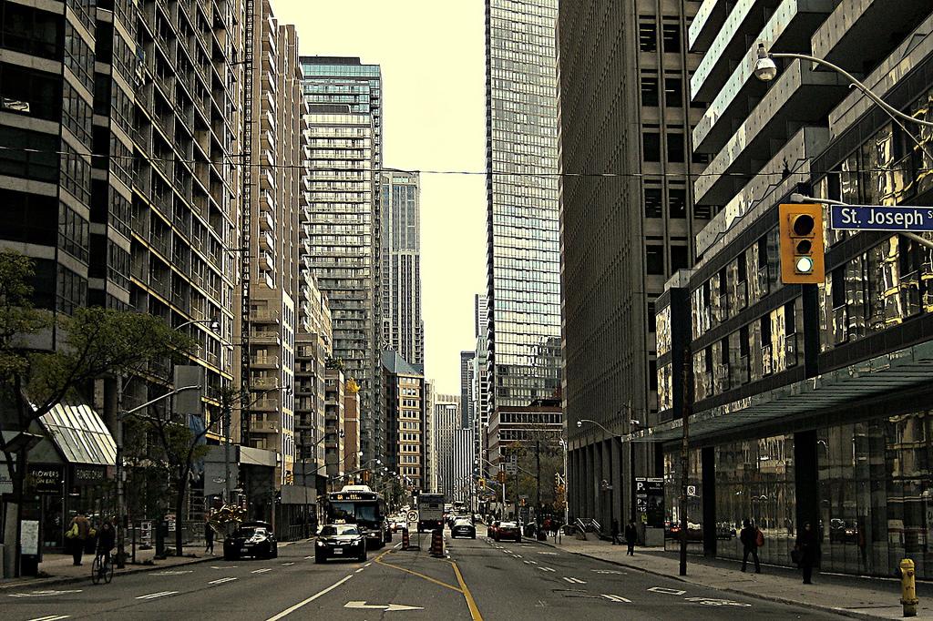 toronto street downtown photo